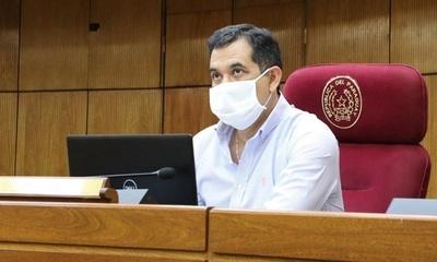 """Senador asegura que renuncia de Mazzoleni """"es lo mejor que puede pasar ahora"""""""