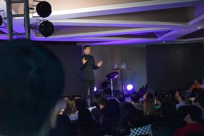 Ismael Cala visita el Este por segunda vez y dicta una exitosa conferencia