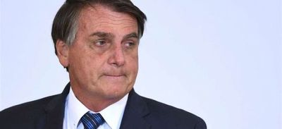 """Bolsonaro llama """"idiotas"""" a quienes piden comprar vacunas anticovid"""