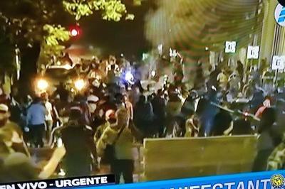 Brutal represión policial a manifestantes con balines de goma y gases lacrimógenas •