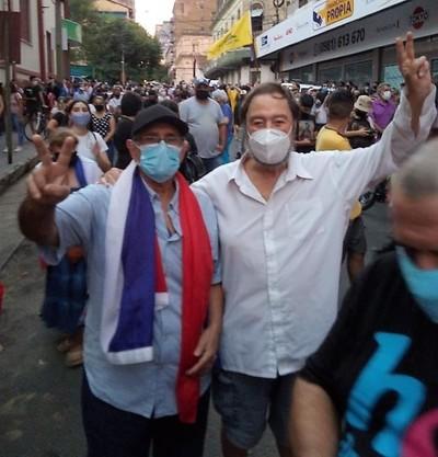 """Laíno, firme en la manifestación y con fuertes críticas contra """"esta nueva dictadura"""""""