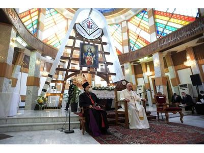 """""""Era un deber viajar a esta tierra"""", manifiesta  el Papa al llegar a Irak"""