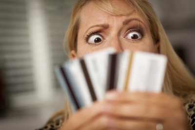 Consumo con tarjetas arrastra 6 meses consecutivos a la baja