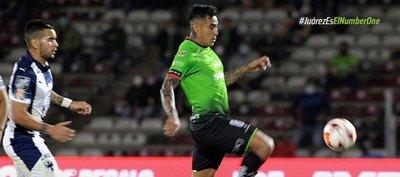 Aficionados del Juárez 'explotan' y dejan fuertes pancartas al equipo