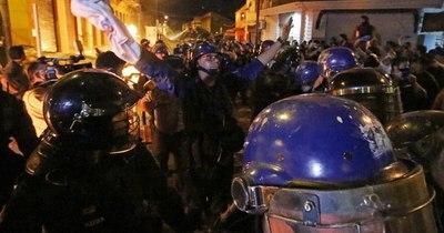 La Nación / Furia ciudadana: La gente tomó las calles