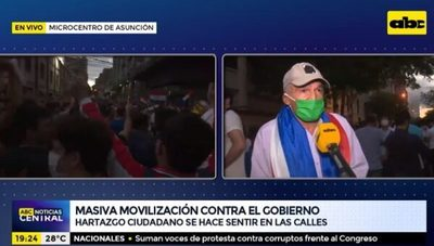 """""""No vamos a ser cómplices de los Iluminatis"""", pide manifestante"""