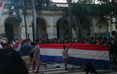 Nueva autoconvocatoria ciudadana se lleva a cabo en el microcentro de Asunción
