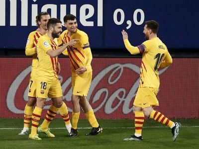 Barcelona gana y se ilusiona por la Liga