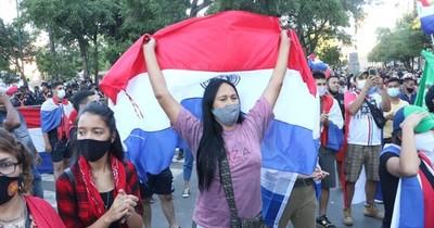 La Nación / Manifestantes nuevamente se congregaron en el centro