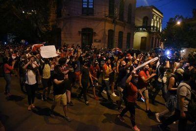 Marcha de indignados llegó pacíficamente a la ANR