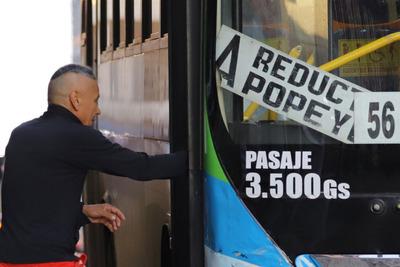 Gobierno logra suspender paro de transporte y se mantienen precios del pasaje