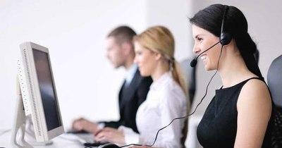 La Nación / Mujeres ocupan 60% de atención al cliente