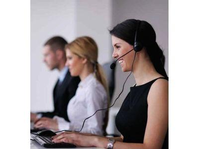 Mujeres ocupan el 60% de los servicios de atención al cliente