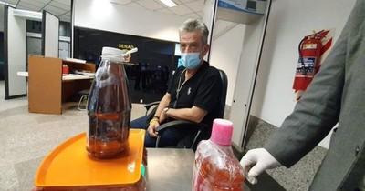 La Nación / Alerta aeropuerto: detienen a español con más de cinco kilos de cocaína líquida en el Silvio Pettirossi