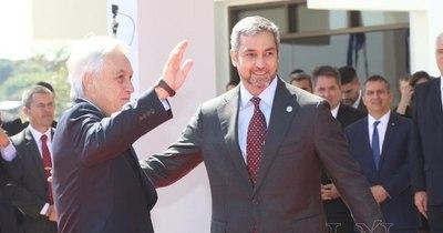 La Nación / Abdo se tomó un respiro para agradecer a Piñera la donación de 20.000 vacunas anti-COVID-19