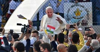 La Nación / El papa concluye su visita histórica a Irak con misa ante miles de fieles