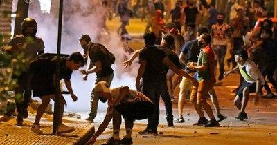 La Nación / Vándalos que generaron violencia el viernes serían de la barra brava de Cerro Porteño