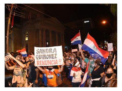"""""""En Paraguay, el cambio político se puede dar en las calles"""", es la lectura de analistas de situación"""