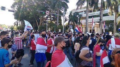 Tercer día de manifestaciones contra el gobierno de Mario Abdo Benítez
