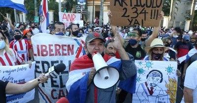 La Nación / Exigen renuncia de Abdo Benítez en inicio de la tercera jornada de protestas