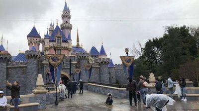 California relaja medidas para reabrir Disneyland