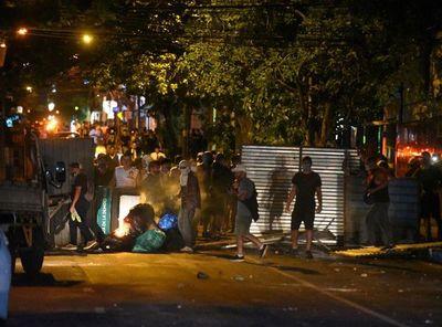 Incidentes en 5MPy: 14 miembros de barras bravas fueron identificados por la Policía