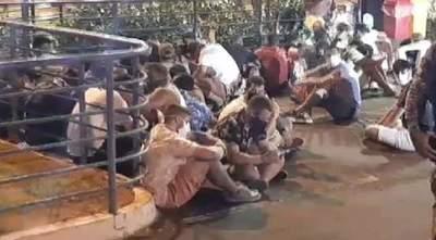 Aproximadamente 100 brasileros fueron expulsados del país tras aglomeración en un bar