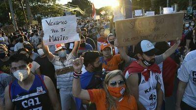 Cargos siguen a disposición del Presidente y no se descartan más cambios, dice Giuzzio