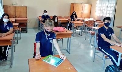 Marito tira a los leones a estudiantes con clases presenciales para satisfacer a voraces empresarios