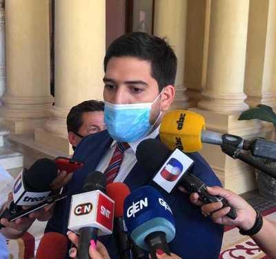 """Secretario de Abdo dice que no sabe hasta cuando podrán """"atajar a los amigos"""" del Gobierno"""