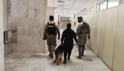 Crónica / (VIDEO) ¡Cháke! Supuesta amenaza de bomba en el Palacio de Justicia