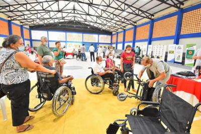 Itaipu entregó sillas de ruedas y ayudas técnicas a 42 personas de Caazapá