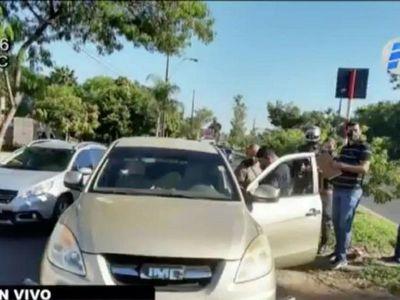 Delincuentes asaltan a policías que trasladaban dinero a un banco