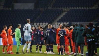 Árbitro acusado de racismo es castigado por la UEFA