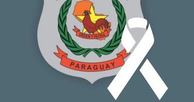 La Nación / Con cinta blanca en el logo de la Policía Nacional llama a la paz, a la calma y a la mesura