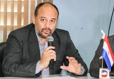 Crónica / Julio Rolón, cuelga su bata de ViceMinistro de Salud