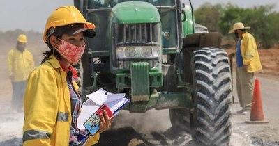 La Nación / Mujeres ganan G. 500 mil menos que los hombres y son las que más perdieron sus trabajos en pandemia