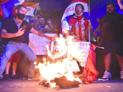 Varias ciudades se suman a las protestas contra Marito