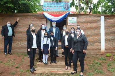 Gobernador inaugura obras en escuelas de Villarrica
