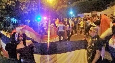 Indignados del interior también se manifiestan y urgen la salida de Marito & Cía. para reinventar el país
