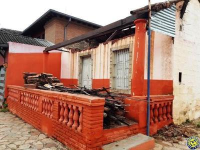 Destruyen una casa colonial en Luque •