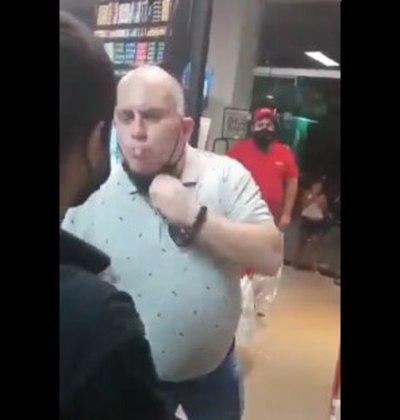 Seccionalero escupe a un guardia que le pide que se lave las manos