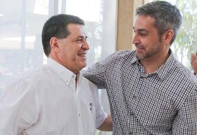 Horacio Cartes tiene a Mario Abdo como a un 'perro atado', afirma analista