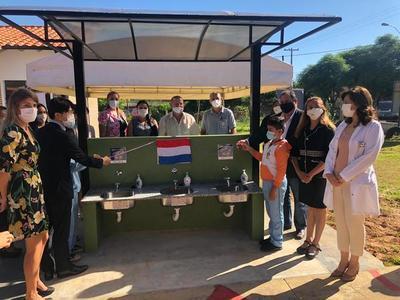 Koica instala lavatorios de manos en escuelas de Limpio