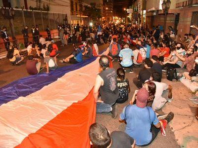 Denuncian a manifestantes por daños a la ANR y apología al delito