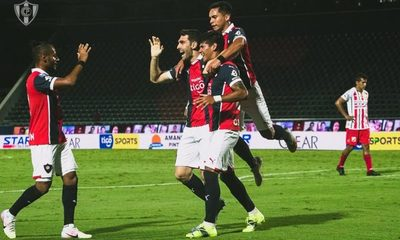 Cerro Porteño supera a River Plate y se reencuentra con la victoria