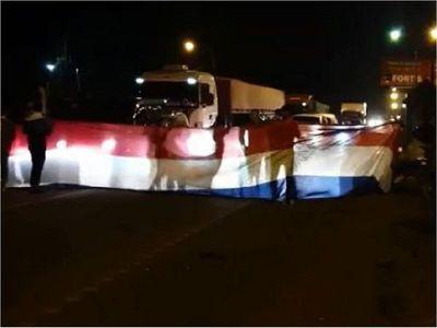 Manifestación contra el Gobierno se replica en CDE con cierre de ruta