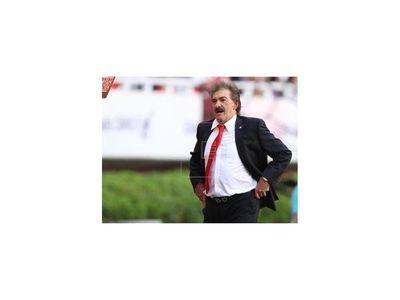 Juez emite orden de prisión contra el entrenador argentino Ricardo La Volpe