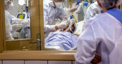 La Nación / Desbordado por la pandemia, Brasil bate récord diario de muertos