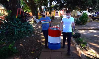 González entrega lavatorio a escuela en CDE